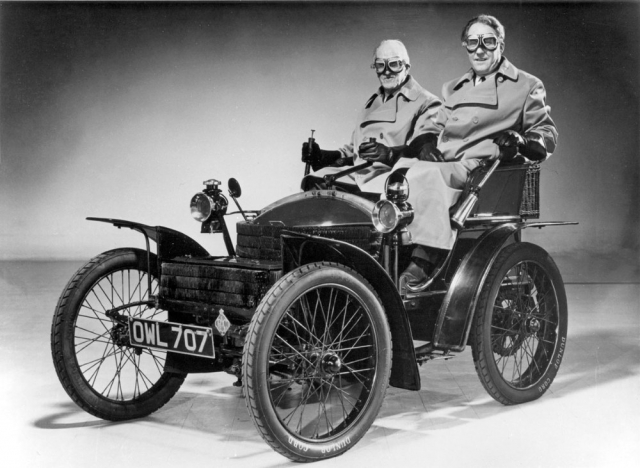 Wolseley Voiturette model 1899 s posádkou St. John C. Nixon/Topper Brown pro vzpomínkovou jízdu RAC 1000 Mile Trial 1970