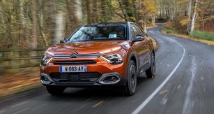 Nová generace C4 se poněkud opozdila, nyní se ale stává vítaným zpestřením nabídky hatchbacků nižší střední třídy