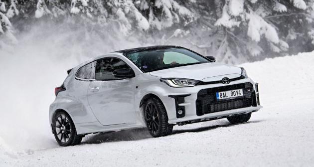 GR Yaris na sněhu těží ze své nízké hmotnosti, širokého podvozku a skvěle fungujícího pohonu všech kol
