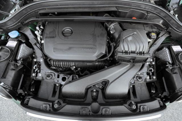 Přeplňovaný čtyřválec 2,0 litru dosahuje výkonu 225 kW (306 k)