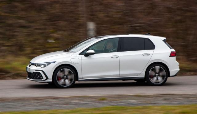 Dynamikou umí Golf GTE překvapit a zvládne také sportovní jízdu, hot-hatch ve stylu GTI to ovšem není