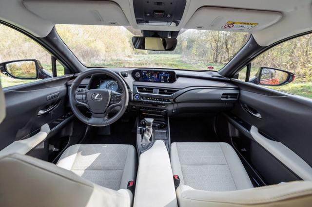 Vynikající pozici za volantem a nízkou hlučnost doplňuje méně intuitivní multimediální systém