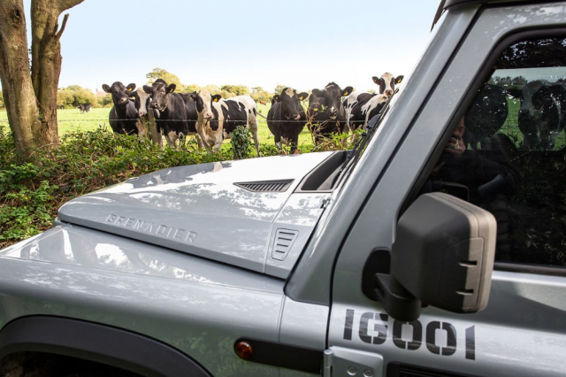 Tvar kapoty byl jedním z prvků, ve kterých automobilka Land Rover viděla model Defender. Soud ale se společností Ineos prohrála