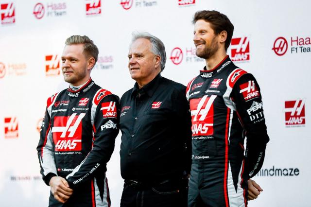 Sestava, která se už nebude v týmu Haas opakovat (zleva Kevin Magnussen, Gene Haas aRomain Grosjean)