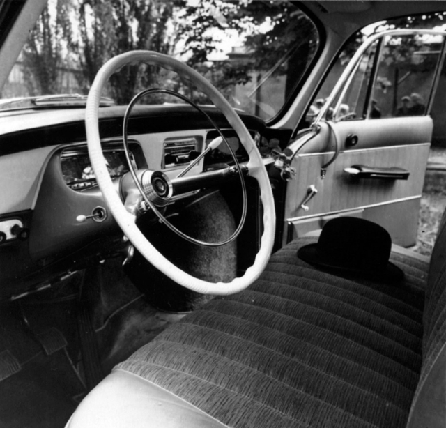 Interiér vozu Tatra 2-603 ročníku 1965 s novou palubní deskou