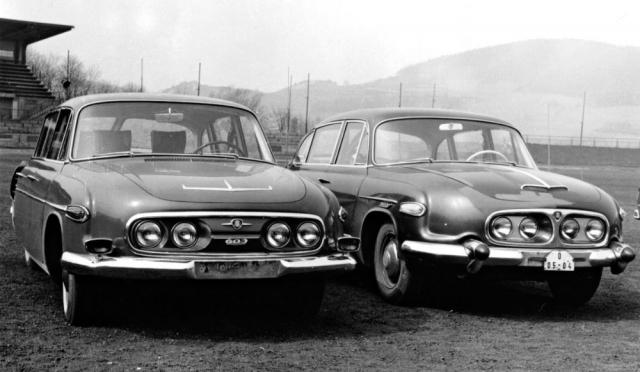 Prototyp T 3-603 (vlevo) s novou přídí a vyšším čelním sklem (1965)
