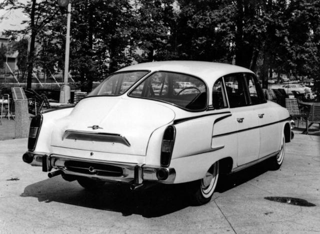 Počínaje modelem 1968 měla T 2-603 nové víko motorového prostoru