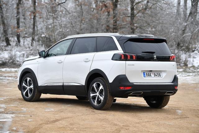 Modernizace přinesla nové zadní svítilny. Peugeot 5008 zůstává originálním, nepřehlédnutelným amimořádně praktickým vozem
