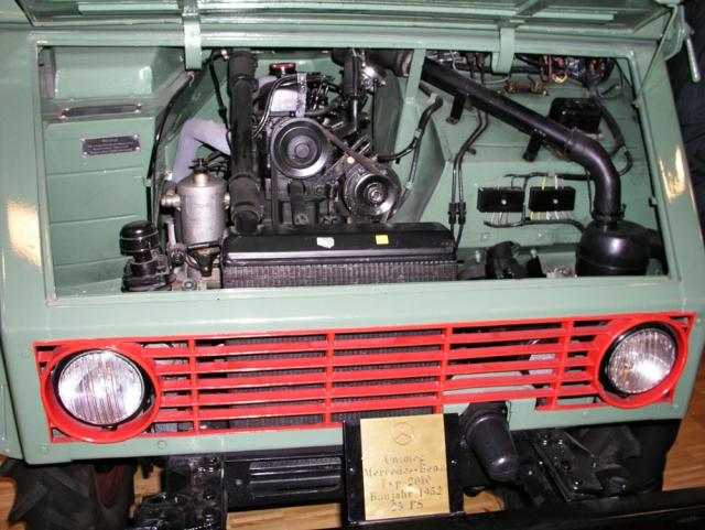 Ústrojí pohonu tvořil komůrkový čtyřválec OM636 1,7 l, 18,5 kW (25 k), šestistupňová základní, dvoustupňová redukční převodovka a tuhé nápravy s diferenciály a jejich uzávěry