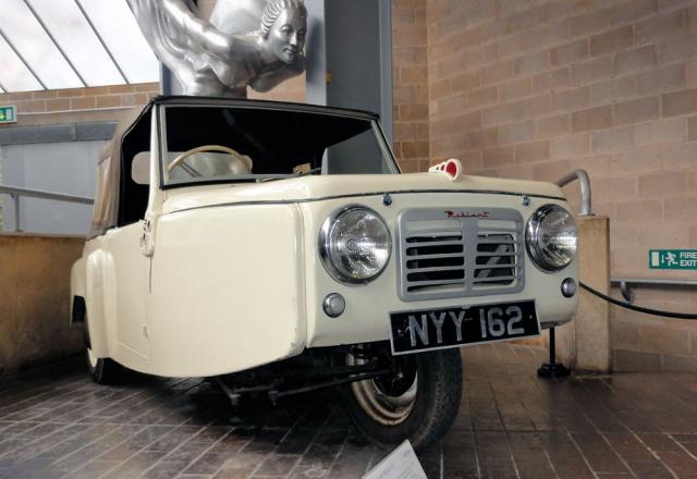 První Reliant Regal Mk.I z roku 1953, exponát Národního automobilového muzea v Beaulieu