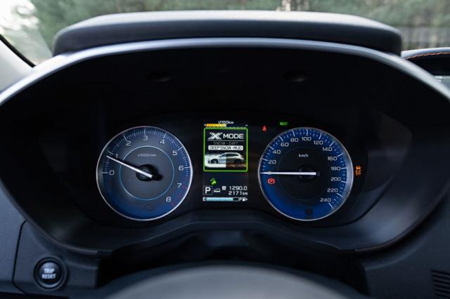 Zvolený režim X-Mode se přehledně zobrazí na informačním displeji mezi přístroji