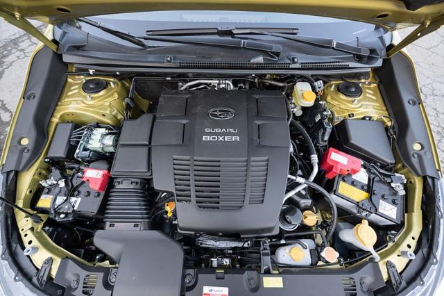 Elektrifikovaná verze motoru 2,0 l je nyní jemnější, sportovnější režim nabízí rychlejší reakce na pohyby plynového pedálu
