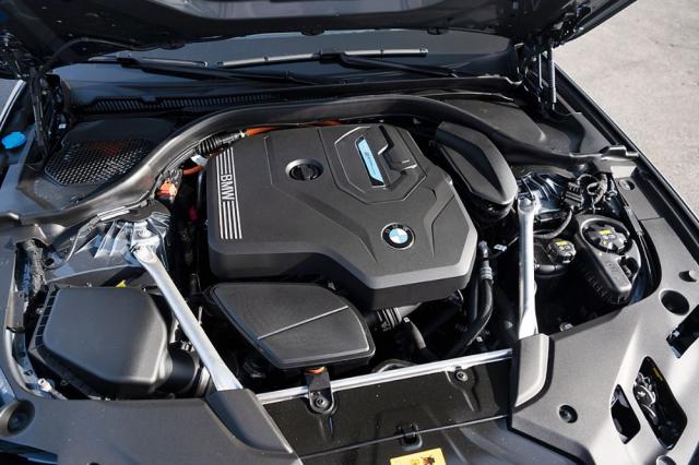 Zážehový čtyřválec 2,0 litru disponuje sběrným potrubím integrovaným achlazeným v bloku motoru