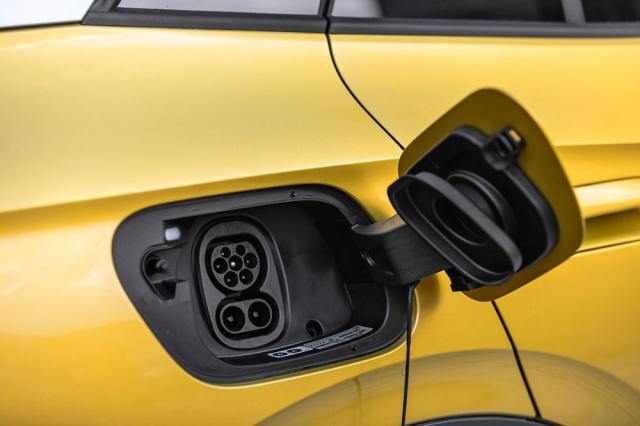 Maximální nabíjecí výkon u variant s akumulátorem 77kWh činí 150 kW