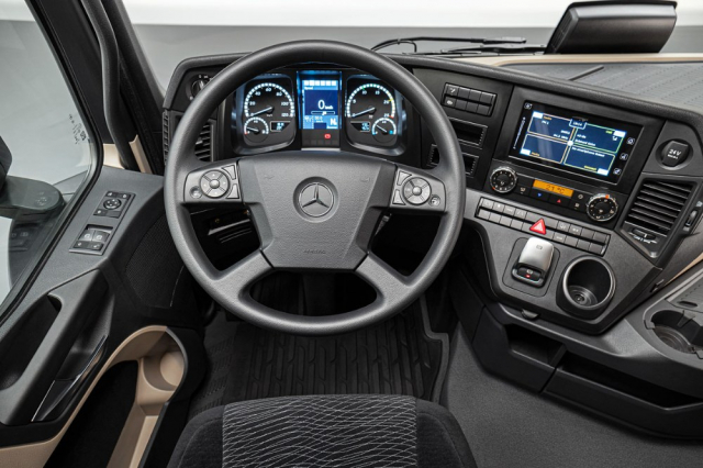 Nový Actros F – pracoviště řidiče