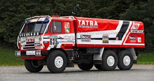 """Tatra 815 """"Ostrý II"""" byla po Dakaru 1986 prodána a desítky let žila aktivním životem u společnosti New Gate. Dnes jepo renovaci a opět vmajetku Tatry"""