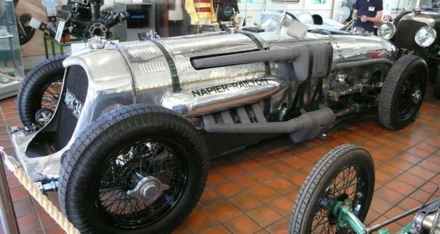 Napier-Railton s motorem objemu 24 litrů (1933) získal zlaté věnce za vytrvalostní rekordy i za vítězství v závodech. V Brooklands snímroku 1936 John Cobb vytvořil rekord průměrnou rychlostí 230,844 km/h