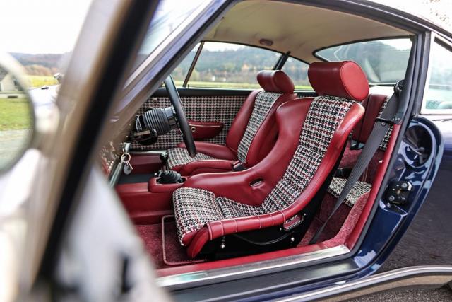 V tomto provedení je použito skořepinové sedadlo pro řidiče a komfortnější pro spolujezdce