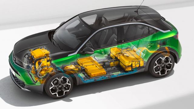 Elektrická Mokka-e má akumulátory skapacitou 50 kWh rozdělené do dvou celků umístěných pod předními azadními sedadly. Díky tomu karoserie jako taková nemusí být vysoká jako v případě, kdy jsou akumulátory umístěny pod celou podlahou