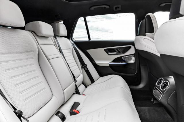 V obou karosářských verzích bude více prostoru pro cestující na zadních sedadlech, a to ve všech směrech