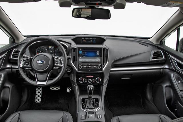 Výborná pozice za volantem, stejně jako jednoduchá ergonomie, vás potěší pokaždé, když usednete za volant. V dnešní době plné dotykových displejů je to hotový balzám
