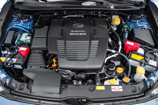 Hlavním přínosem systému e-Boxer je fakt, že je typ Impreza opět dostupný s dvoulitrovým motorem, nabízejícím solidní dynamiku i rozumnou spotřebu. Přítomnost elektrické části hnacího řetězce nejvíce oceníte ve městě