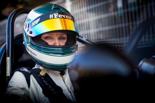 Pozornost zasluhuje jediná žena na startu, Katarina Kyvalová, startující s vozem Cooper-Jaguar. Sympatická závodnice má česko-slovenské kořeny