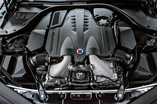 Motor vychází ze standardní jednotky BMW N63, s upravenými turbodmychadly, zvětšenými chladicími systémy a upravenou elektronikou však dává o 70 kW (91 k) větší výkon ao50N.m více točivého momentu. Z většího zátahu ve středním pásmu je jasně znát použití intenzivnějšího přeplňování. Motor BMW M8 s podobným výkonem je ale mnohem ostřejší