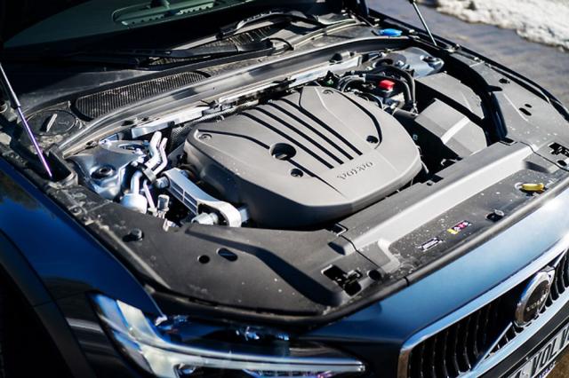 Zážehový čtyřválec 2,0 litru má v modelu B5 výkon 184kW (250 k)