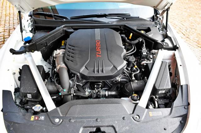 Motor je kultivovaný a umožňuje jak klidnou, tak i pěkně svižnou jízdu
