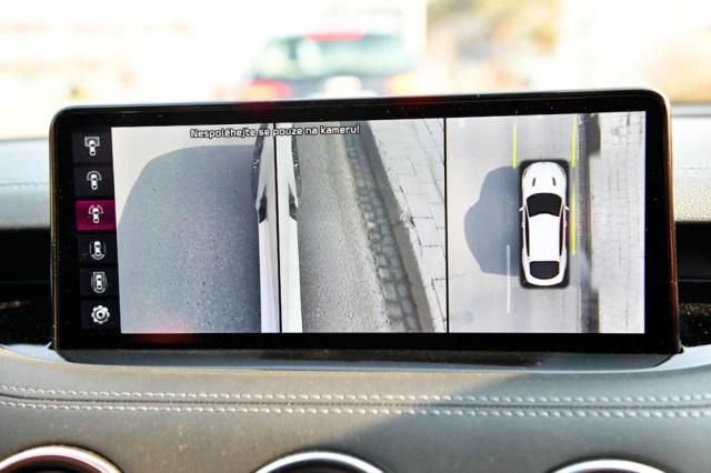 Systém čtyř kamer umožňuje volbu z řady způsobů zobrazování okolí vozu