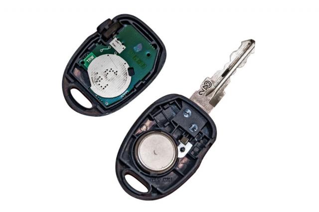 I staré klíčky byly vybavovány kromě dálkového ovládání také čipy fungujícími na principu RFID. Vůz tak mohl ověřit, zda má ve spínací skřínce správný klíček