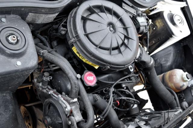 Čtyřválec s karburátorem má i po letech dost chuti do života. Veverzi Supercinq je již uložen napříč