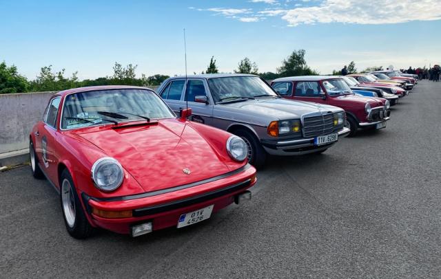 Porsche bylo jednou znejčastějších značek na startu. Kvidění byly všechny generace řady 911 do modelu 993
