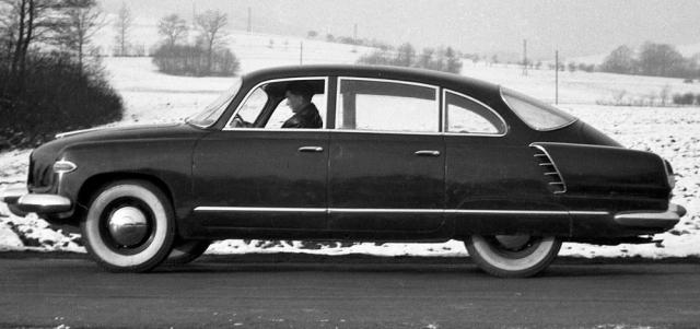 První prototyp Tatry T 603 s Jaroslavem Pavelkou za volantem. Psal se rok 1955