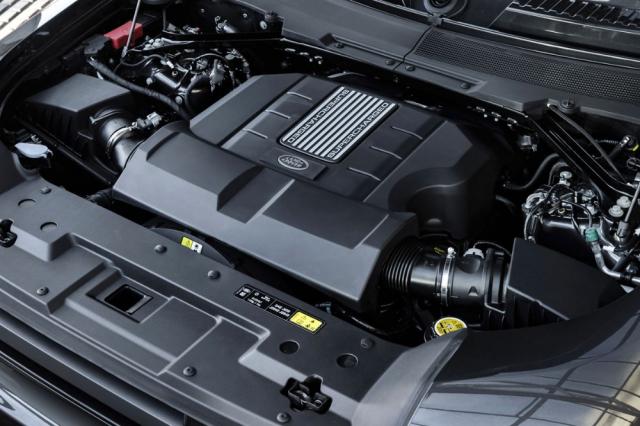 Osmiválec 5,0 litru se v Defenderu naposledy objevil v roce 2018 jako tovární přestavba původního modelu. Tam měl ale atmosférické plnění a výkon 298 kW (405 k). V novém Defenderu je přeplňován kompresorem a jeho výkon narostl na 386 kW (525 k)