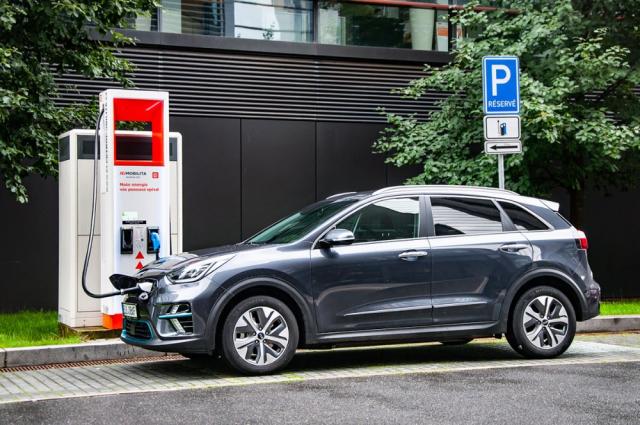 Uživatelé Kia EV Power Card mohou jednoduše nabíjet uvíce než pěti stovek veřejných stanic