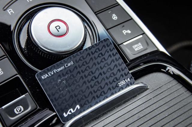 Karta je spojena skonkrétním vozem značky Kia. V případě prodeje automobilu lze kartu převést na nového majitele