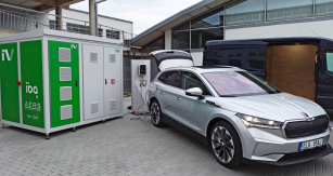 Bateriové úložiště pro potřeby prodejců Škoda vzniklo ve spolupráci mladoboleslavské automobilky a společností IBG Česko a AERS