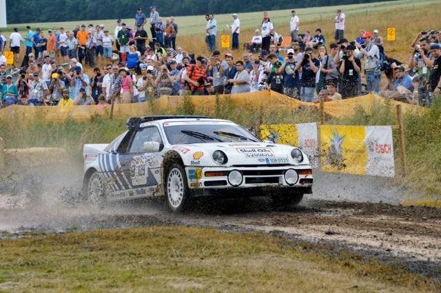 Většina vystavených automobilů je provozuschopná a čas od času je mohou vídat diváci na rychlostních zkouškách. Na snímku Václav Pech s Fordem RS200 při Eifel Historic Festivalu