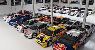 Unikátní sbírka, jaká nemá v Evropě a asi ani ve světě obdoby. Jedním z nejcennějších exemplářů je Citroën C4 WRC, už jen proto, že Francouzi své vozy z firemního depozitáře prakticky neprodávají. S tímto automobilem startoval Sébastien Loeb naSetkání mistrů v Sosnové