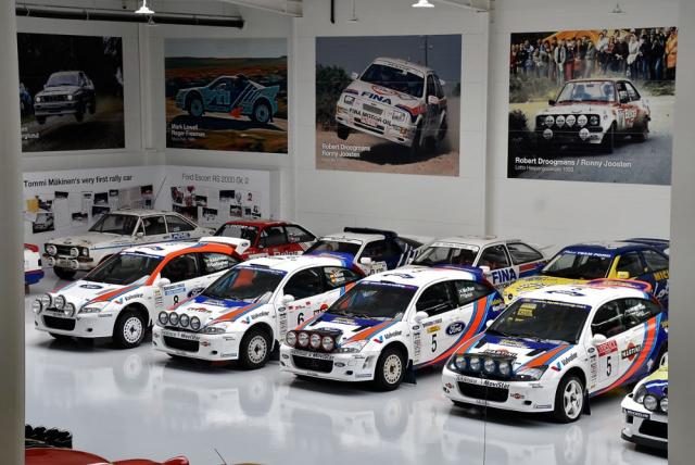 Ve sbírce najdeme devět bývalých továrních speciálů Ford Focus WRC, s nimiž jezdili například Carlos Sainz, Colin McRae, François Duval atd. Ale jsou tu i další Fordy, jako RS200 skupiny B nebo mnohem starší Escort či Sierra Cosworth belgického soutěžního jezdce Roberta Droogmanse. Nejstarším je Ford Escort, první vůz světového šampiona Tommi Mäkinena