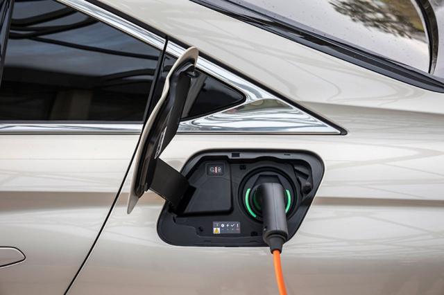 Vrcholem nabídky DS 9 je plug-in hybrid spohonem všech kol a výkonem 265 kW