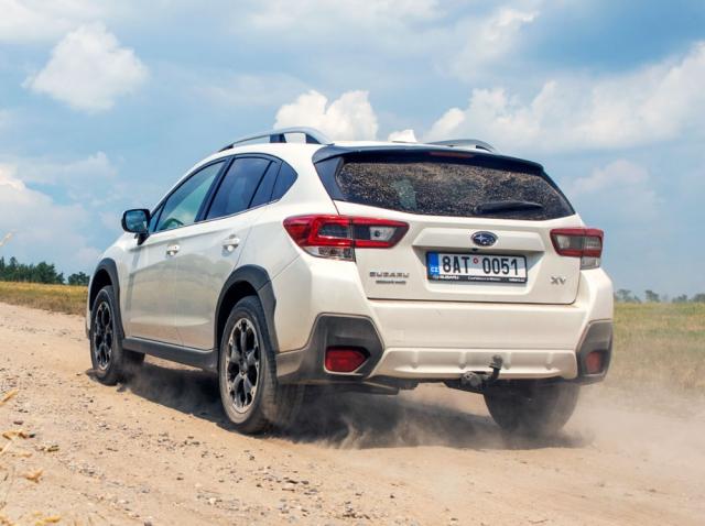Nezpevněný povrch je pro Subaru XV druhým domovem, a nemusí to být jen šotolina, protože hravě zvládne ináročnější terén