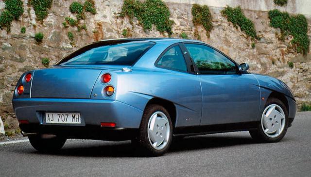 Fiat Coupé vznikal ve spolupráci se studiem Pininfarina. Bangle jako designér Fiatu vyhrál interní soutěž se svým návrhem exteriéru, zatímco interiér už byl dílem slavného italského studia
